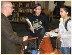 Professor Graybill talks with Senior Seminar students Autumn Heisler and Maria Klecko